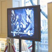 El video con la reseña histórica de Laboratorios ALEX que acompañó la muestra